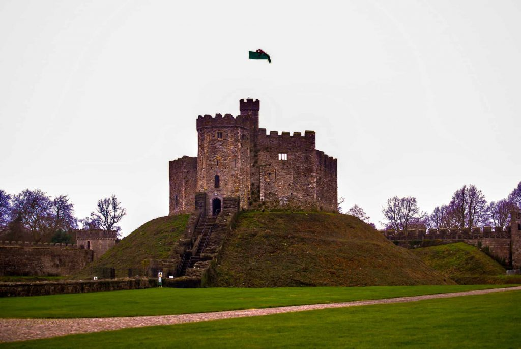 How to spend a weekend in Cardiff with kids. Full of tips on what to see, do, eat and sleep on a 48-hour escape to the Welsh capital city. Cardiff Wales | Cardiff Things to do | Cardiff in a day | Cardiff Castle | Cardiff Bay - Here are the top things to do in the Welsh capital Cardiff on a day trip.