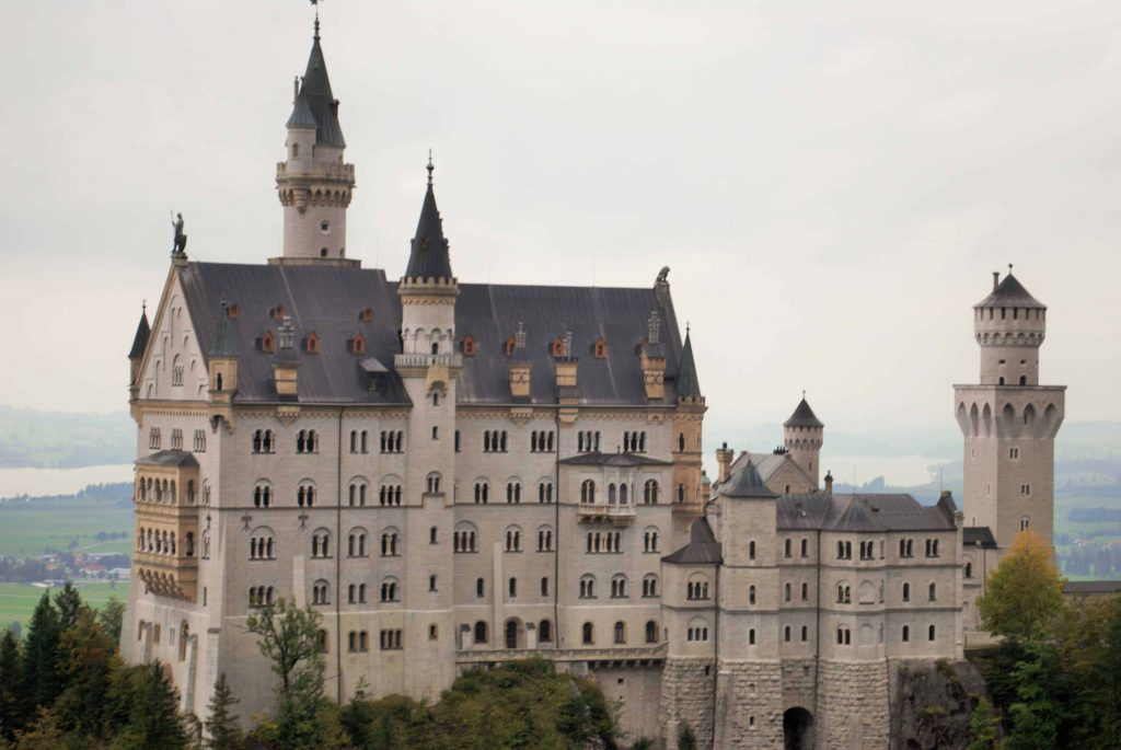 Ultimate Guide to Castles Neuschwanstein and Hohenschwangau include bus routes, timings and quick review of how to do it all with the little ones