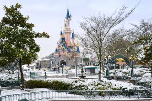 The Disneyland Paris meal plans can be tricky to navigate. Winter schedules to the parks can make this even trickier. Check out the pros and cons of using a meal plan during the winter months and see which option is right for you.