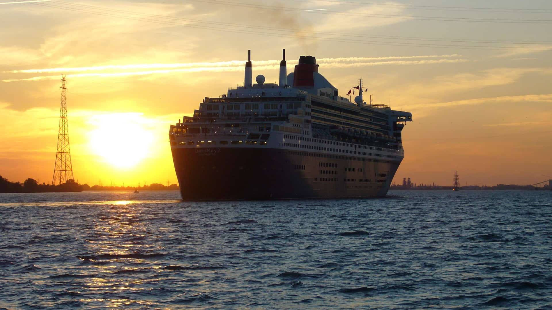 Sunset with Queen Mary 2